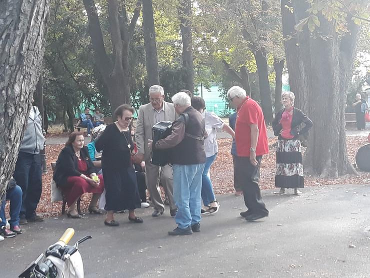 Penzioneri zaigrali kolo na Kalemegdanu
