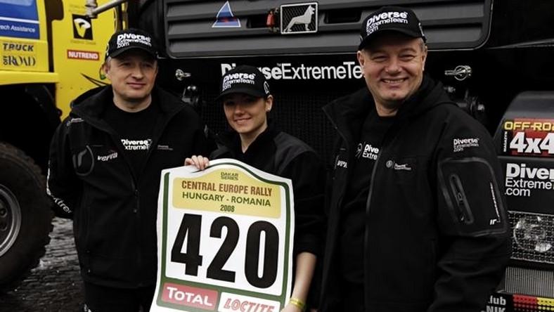 Diverse Extreme Team - kierowcą jest Grzegorz Baran (z prawej), pilotką Izabela Szwagrzyk, mechanik - Andrzej Grigoriew.