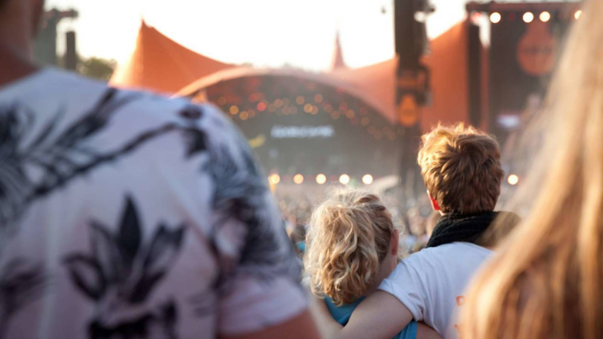Beim Roskilde-Festival rennen Menschen nackt um die Wette