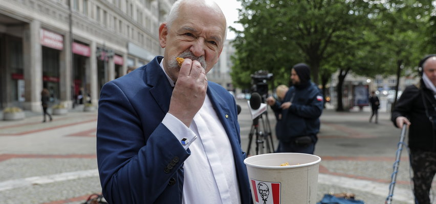KFC zachwycone nową dietą Janusza Korwina-Mikkego. Firma skomentowała jego oświadczenie na Twitterze