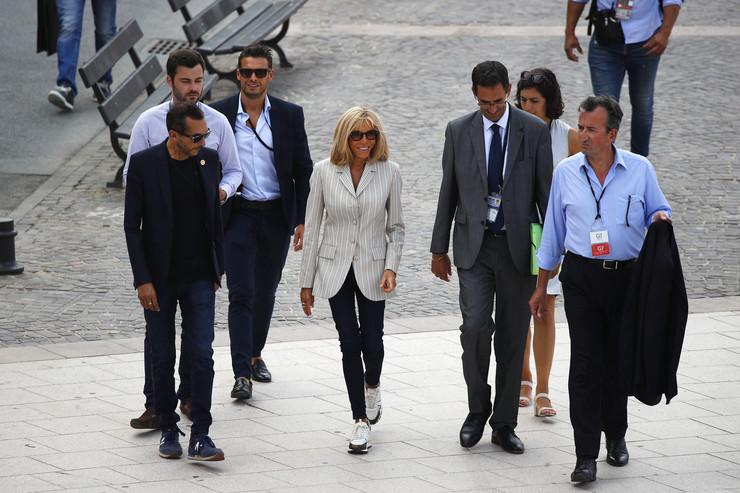 Supruge lidera G7