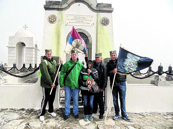 Članovi udruženja uspeli su da očiste tek jedan deo grobova