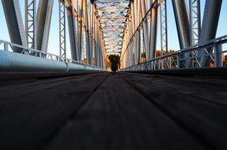 Cel: Prześwietlić słupy. Jak zajrzeć w głąb takiej konstrukcji jak most?