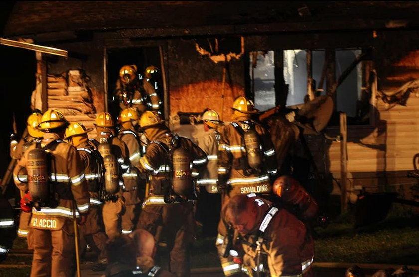 Dzieci strażaka konały w płomieniach. On w tym czasie zajmował się fałszywym alarmem