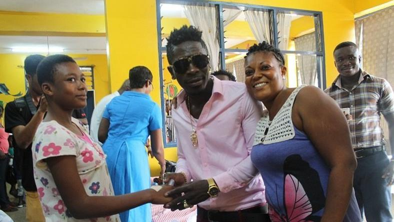 Shatta Wale donates to Police Hospital children's ward