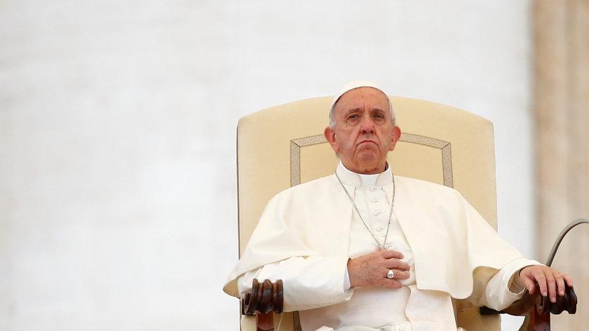 """Lekarze zdecydowali, że ma umrzeć. Franciszek wstrzymał """"wyrok śmierci"""""""