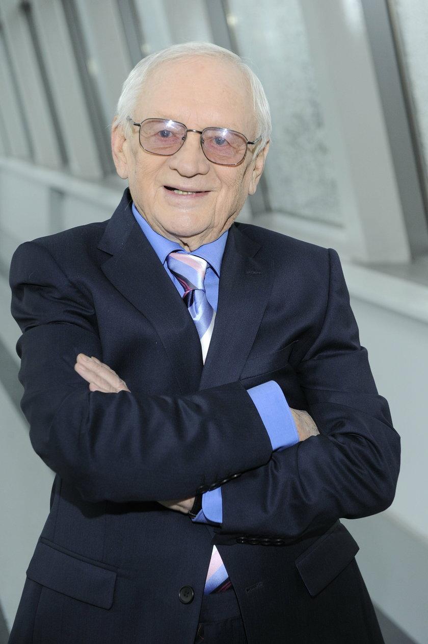 Witold Pyrkosz w studio telewizyjnym