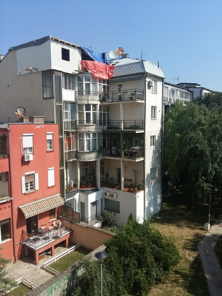 Zgrada kuća lift potkrovlje kontejner Tomaša Ježa Vračar Beograd