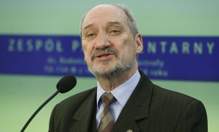 Ekspercki raport Macierewicza o katastrofie smoleńskiej trafi do prokuratury