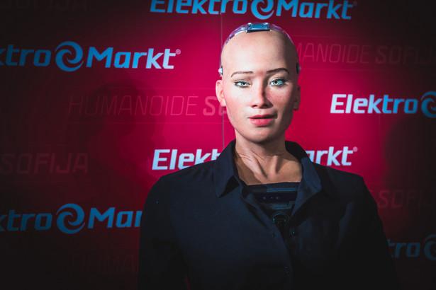 Sophia robot-humanoid. Pod koniec 2017 roku otrzymała obywatelstwo Arabii Saudyjskiej.