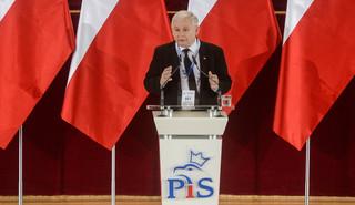 PiS na nowo definiuje postkomunizm. I wskrzesza mentalność, która przesuwa Polskę na Wschód