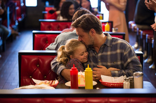 Rodzinne rozstania i powroty. 'Ojcowie i córki' w kinach