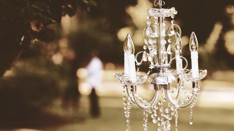 Kronleuchter Herz ~ Echte liebe frau heiratet geliebten kronleuchter