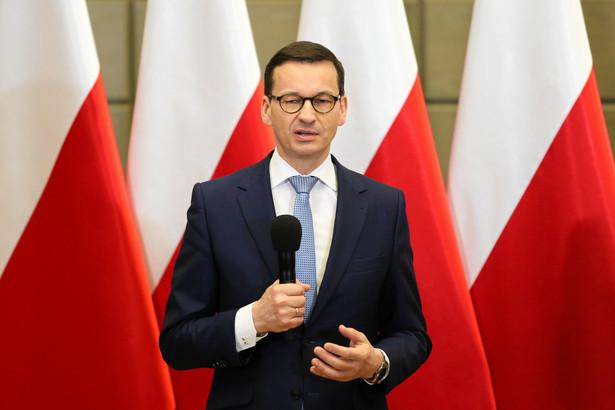 """Morawiecki zwrócił ponadto uwagę w kontekście Programu 500 plus, że w """"polityce bardzo ważna jest wiarygodność"""". """"To co zostało zapowiedziane, to jest realizowane dzisiaj"""" - mówił."""