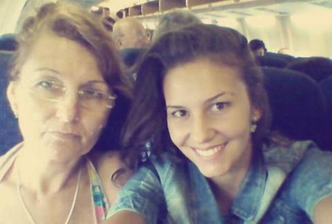 Od tolikih frajera, ona na odmoru sa majkom?! FOTO