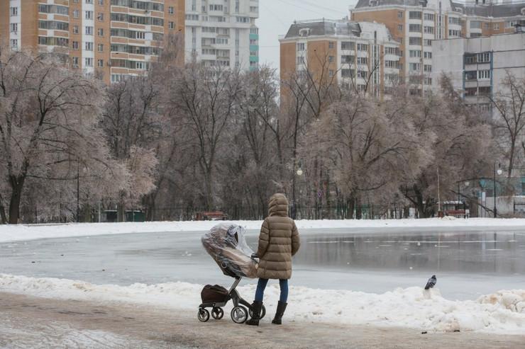 Rusija, kolica, beba