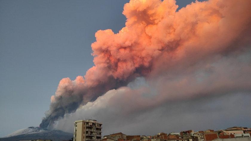 Wybuch największego wulkanu w Europie. Spektakularne zdjęcia i nagrania Etny