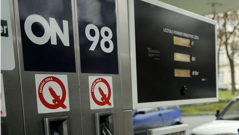 Benzyna zdroższeje, bo rząd robi zapasy?