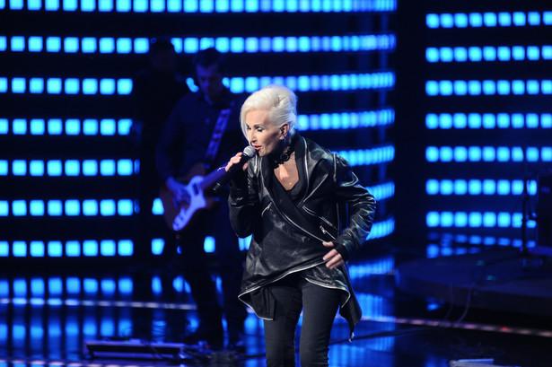 Kora, która od kilku lat zmagała się z chorobą nowotworową, zmarła 28 lipca. Miała 67 lat. Była polską wokalistką rockową i autorką tekstów piosenek, w latach 1976-2008 liderką zespołu Maanam. Odeszła w gronie najbliższych w domu w Bliżowie.