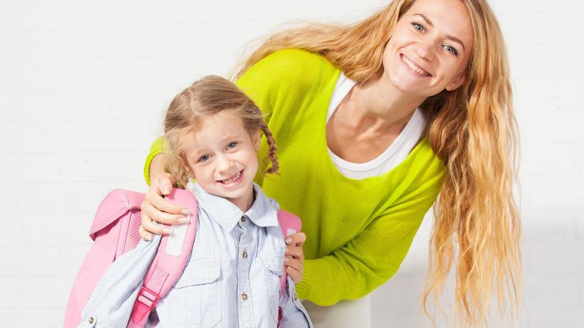 f68f59168d Mama szykuje dziecko do szkoły