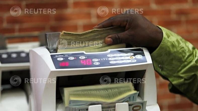 A bureau de change operator counts U.S. currency notes in Abuja, March 12, 2015. REUTERS/Afolabi Sotunde