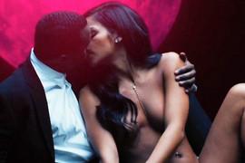 Pukla veza milionera i 16 godina mlađe seks bombe