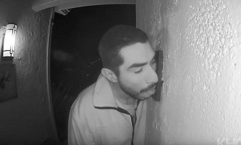 Mężczyzna przez trzy godziny... lizał domofon. Nagrała go kamera monitoringu.