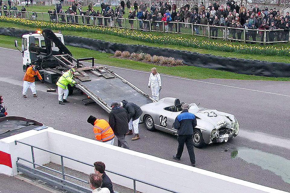 Crash Mercedesa 300 SLS z Jaguarem