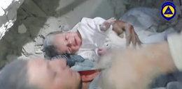 To cud, że niemowlę żyje! Było pod zwałem gruzu