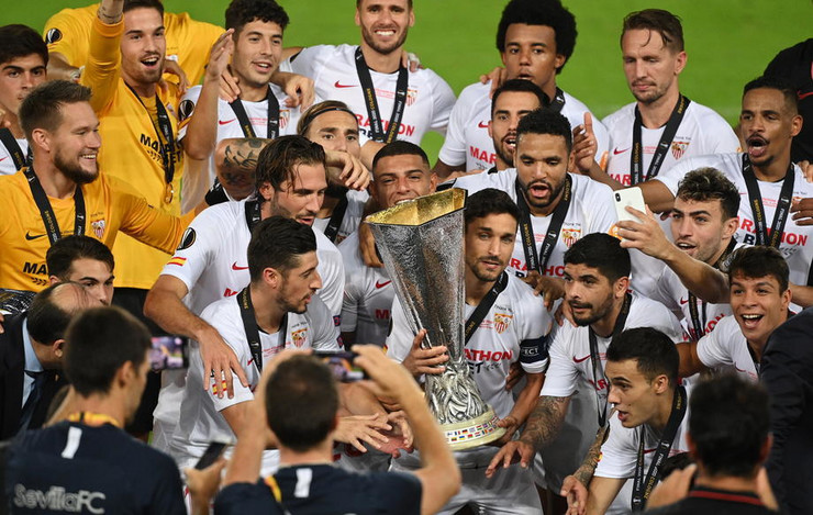 Fudbaleri Sevilje nakon finala LE