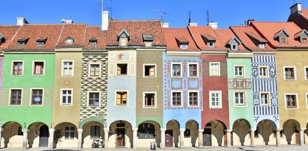 Domki budnicze na Starym Rynku Te piękne kamienice stanowią znakomicie zachowany zabytek dawnej architektury handlowej. Dawniej w budach śledziowych handlowano rybami, świecami i solą.