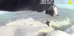 Rzucił się do lodowatej wody, by ratować psa. Szokujący film z akcji ratunkowej!