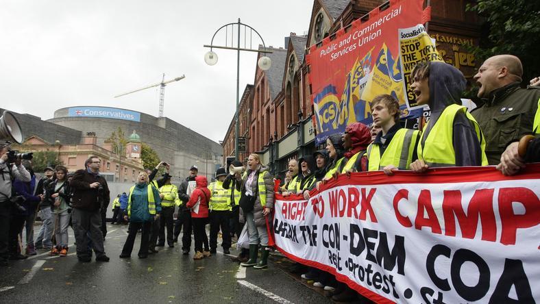 Protesty podczas zjazdu torysów, fot. PAP/EPA