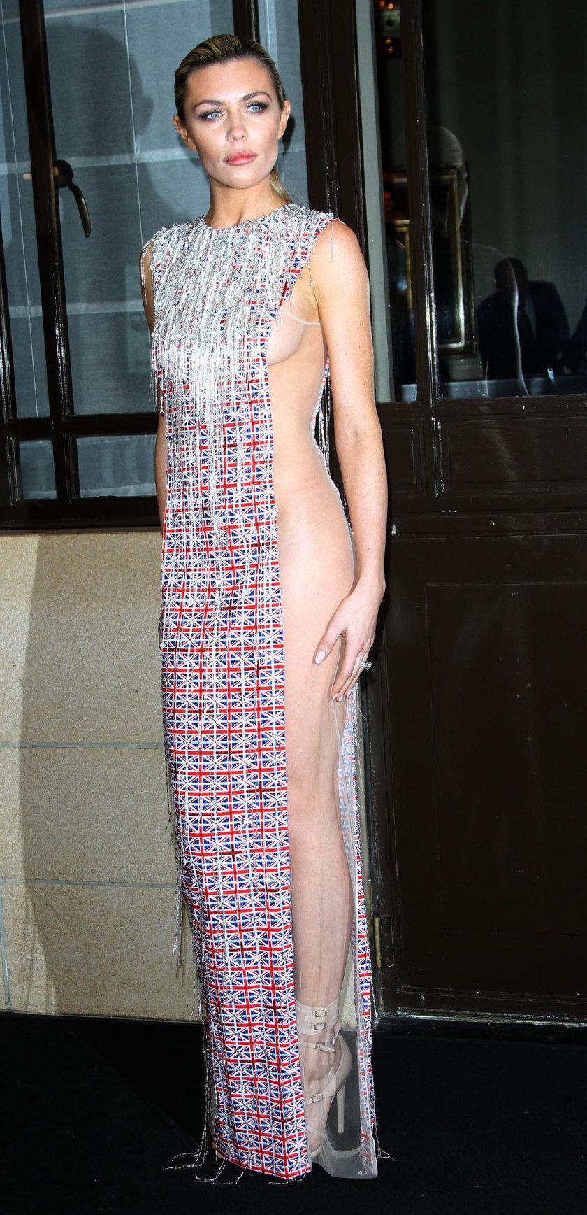 Kusa stylizacja Abbey odsłoniła jej ciało. Modelka może pochwlaić się piękną sylwetką