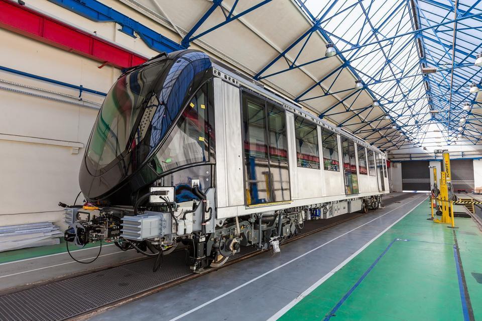 Sieć metra w Rijadzie będzie miała łączną długość 176 km i złoży się na nią 85 stacji. Projektowana jest do obsługi 3,5 mln pasażerów dziennie.