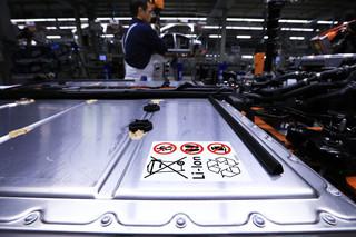 Nadchodzi przełom na rynku akumulatorów do aut elektrycznych? Folie litowe mogą zastąpić grafit