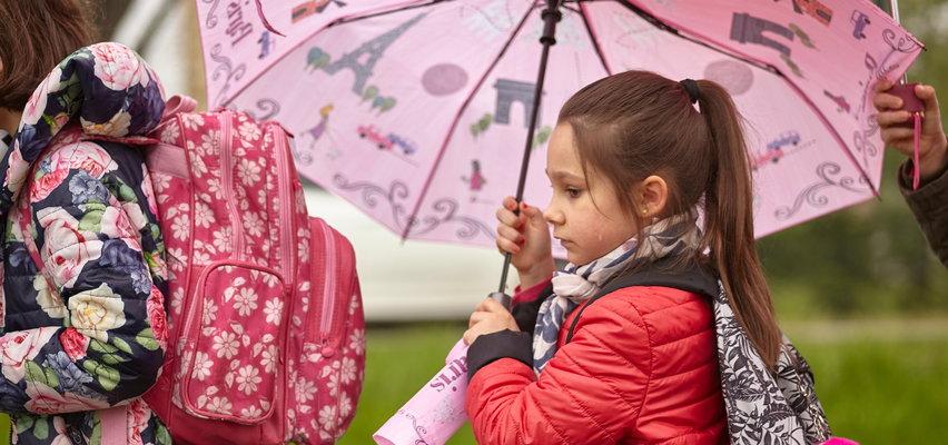 Początek roku szkolnego z kiepską pogodą.  1 września będzie pochmurno, deszczowo i chłodno
