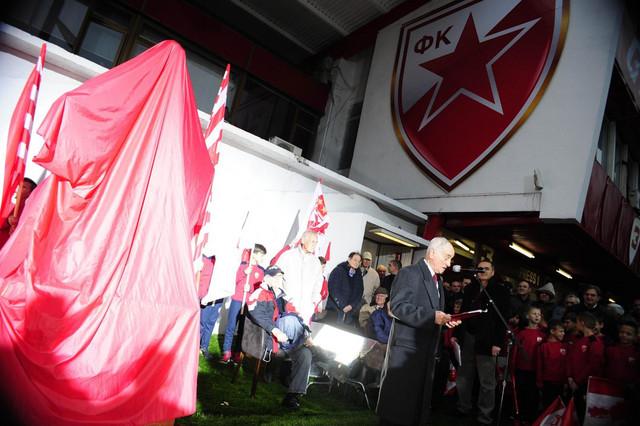 Vladica Popović na otkrivanju spomenika Rajku Mitiću na stadionu Crvene zvezde koji je i poneo ime legende