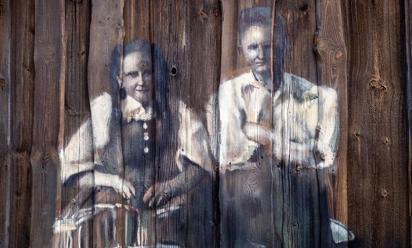 W Lubochni powstał mural na 80-letnich deskach stodoły.