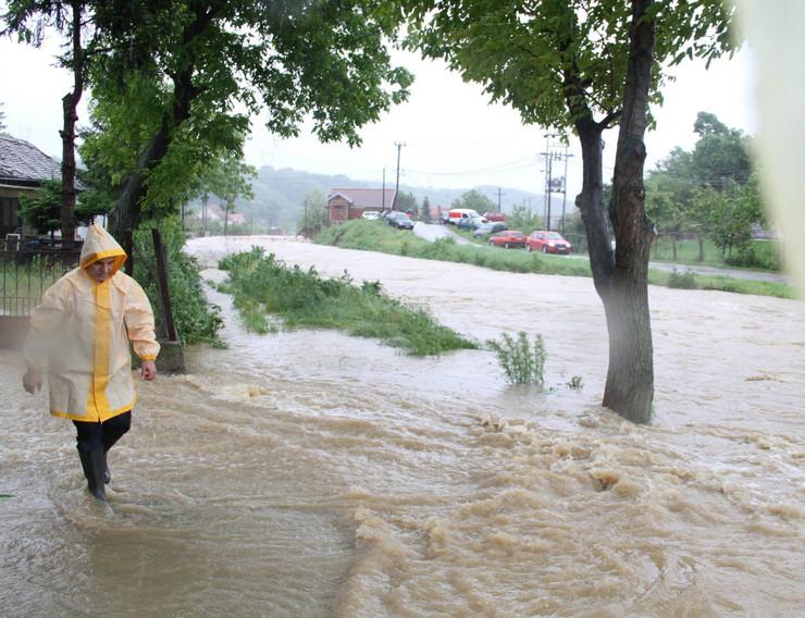 469645_rakovica-poplava-odbrana-04foto-gradska-opstina-rakovica