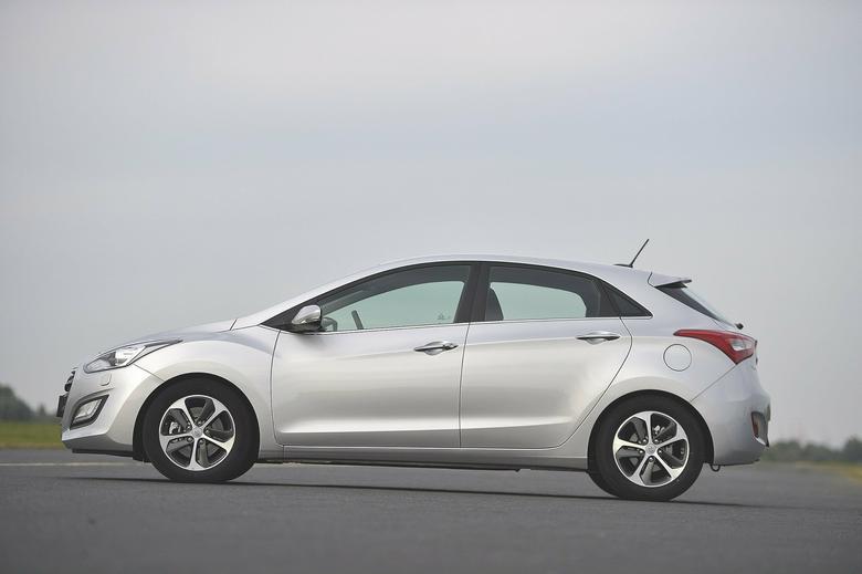 Porównanie - nowa Astra kontra reszta świata: Ford Focus, Hyundai i30, Kia cee'd, Peugeot 308 i VW Golf - spalanie, opinie, dane techniczne