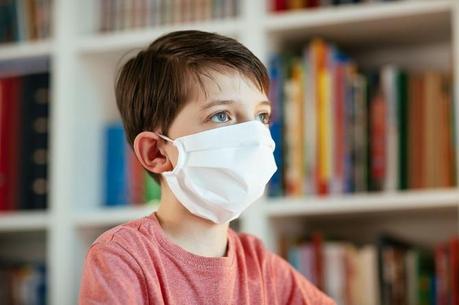 Mučnina, povraćanje, glavobolja, gubitak čula mirisa i ukusa veći signali za uzbunu od kašlja, upaljenog grla i curenja iz nosa