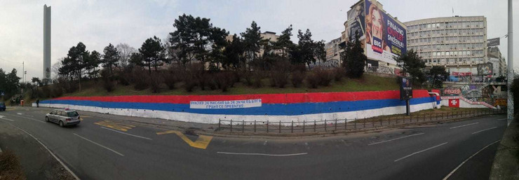Navijači Crvene zvezde iscrtali Brankov most