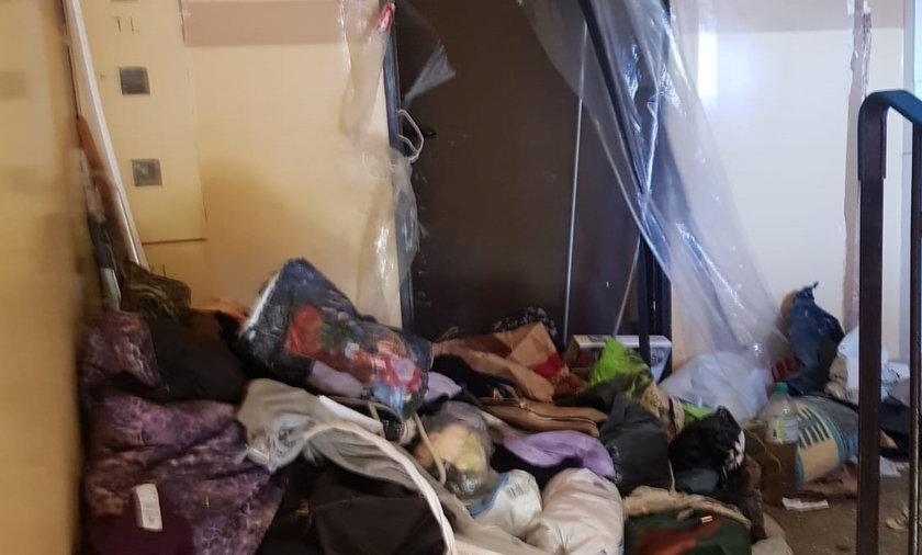 Tak wyglądały śmieci, które wynoszono z mieszkania uciążliwej sąsiadki