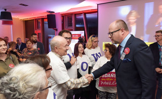 Wyniki wyborów w Gdańsku: Paweł Adamowicz pokonał Kacpra Płażyńskiego. GRAFIKA