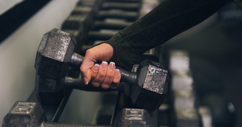 Czy chodzilibyśmy częściej na siłownię, gdyby ktoś nam za to płacił?
