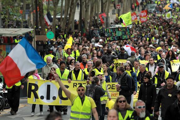"""Ministarstvo unutrašnjih poslova Francuske: Najmanji broj pristalica """"Žutih prsluka"""" od početka protesta"""