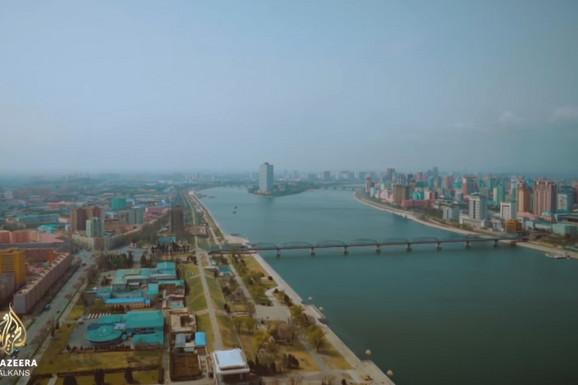 Kim Džong Un odškrinuo je vrata svog izlovanog kraljevstva, a strani novinari OVO NISU OČEKIVALI (VIDEO)