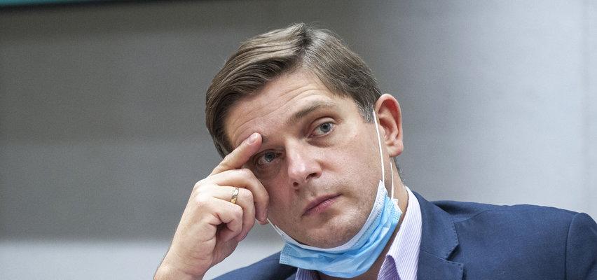 Burzliwa dyskusja i krzyki podczas obrad komisji w Sejmie, a poseł ucina drzemkę?!