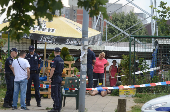 Svedoci i policija na mestu tragedije